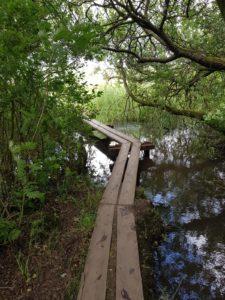 blote voetenpad brug